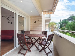 Charming apartment w/ four shared pools & free WiFi- close to the sea!