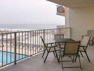 Beachfront condo w/ balcony overlooking Gulf of Mexico & resort pool!