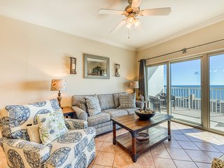 Centrally located condo w/ picturesque views & shared pools/lazy river