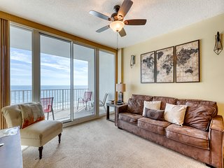 Gulf-front condo w/ great view, pools, beach access, hot tubs & sauna!