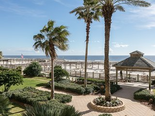 Elegant Gulf-front penthouse w/ beach access & shared pools/gym/tennis!