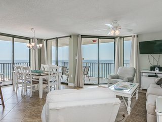 Spacious beachfront corner condo w/shared lagoon style pool, hot tub, and more!