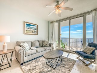Open, airy condo w/ Gulf-front views & shared pools, hot tubs & gym!