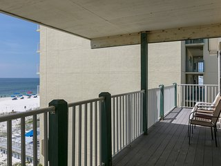 Gulf-front condo w/private balcony, shared pool - right on the beach