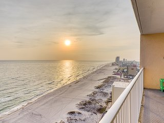 Gulf front beach condo w/ multiple community pools, sauna, & grilling area!
