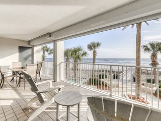 Centrally-located beachfront condo with private hot tub & shared pools