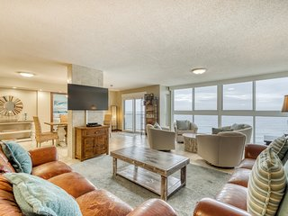 Penthouse condo w/ panoramic views & shared outdoor pool/sundeck!