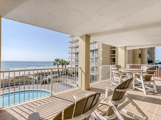 Luxurious condo w/ stunning views, shared pools, a poolside gazebo, & gym