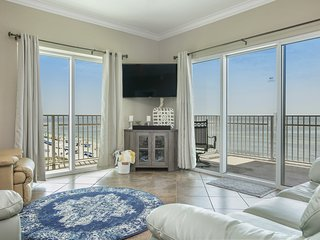 Gulf-front condo w/ resort pools, hot tub, fitness room & beach access!