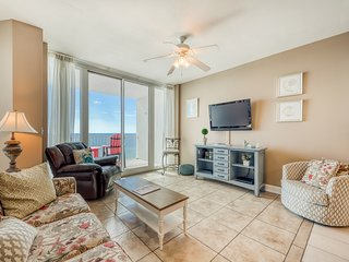 Bright beachfront condo w/ stunning view & shared pools, hot tubs & gym!