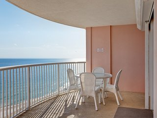 Beachfront condo w/shared outdoor/indoor pools, sauna & hot tub!