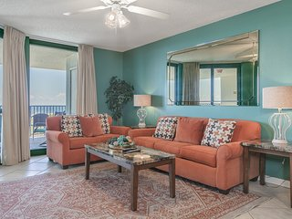 Waterfront condo w/ balcony, multiple pools, lighted tennis courts, hot tub