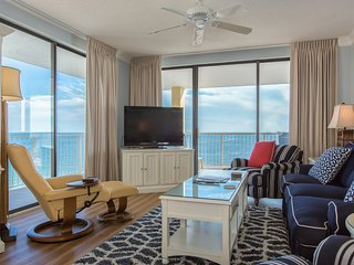 Beachfront condo w/ a wraparound balcony, shared hot tub, gym, & pools