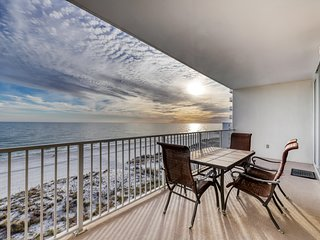 Gulf-front condo w/ 2 pools, sauna, hot tubs, fitness center & stunning views!