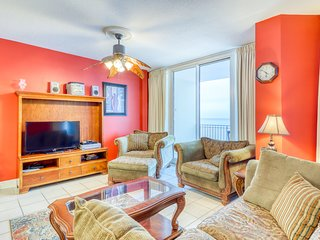 Central, beachfront condo w/ balcony, jetted tub & shared pools/hot tubs!