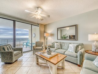 Gulf-front, snowbird-friendly condo w/ views, shared hot tub, & pool!