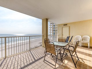 Gulf front condo w/ shared indoor & outdoor pools, hot tub, gym, & tennis