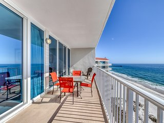 Gulf-front condo w/ balcony & shared pools/hot tubs/sauna! Family-friendly!