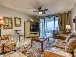 Spacious beach condo w/shared hot tub & pool - walk to shopping, dining & more!