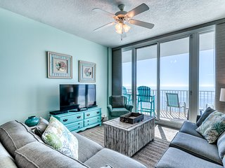 Open, bright condo w/ breathtaking Gulf-front view & shared pools/hot tubs!