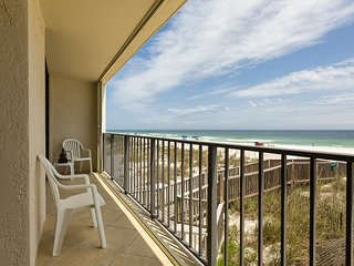 Gulf front condo w/ sundeck & shared indoor/outdoor pools! Snowbirds welcome!