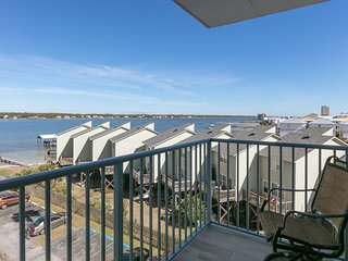 Condo w/ view of Little Lagoon, beach access & shared pools/hot tub/pier!