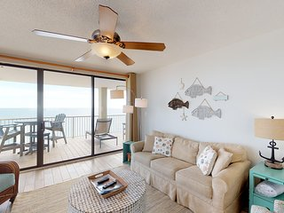 Corner, Gulf front condo w/ extra beach view, shared pools, hot tub, & gym
