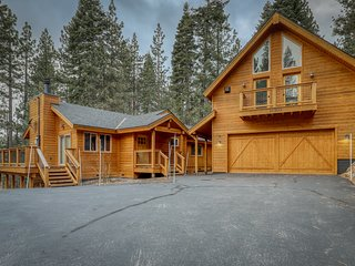 Remodeled, split-unit home in Tahoe Donner w/ fireplaces and shared Rec center!