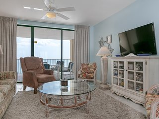 Gulf front condo w/ incredible views, shared pools, hot tub, fitness room, sauna
