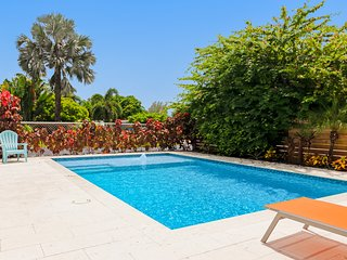 Remodeled home w/ private pool & enclosed yard - 4 miles to beach, dogs OK!