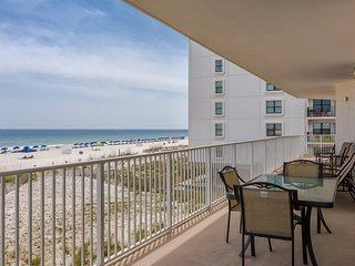Gulf-front condo w/ shared beachside pools, hot tubs! Near top attractions!