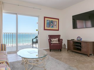 Beachfront, corner condo w/ a furnished balcony, shared pool, & grilling area