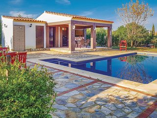 Nice home in Villamartin w/ WiFi, 3 Bedrooms and Outdoor swimming pool (EAC370)