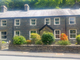 Glyn Awel, Traditional welsh cottage in Snowdonia