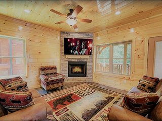 Luxury 5/5.5bath Cabin in Gatlinburg!