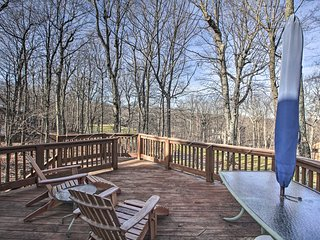 Upscale Wintergreen Resort Home w/Golf Course View