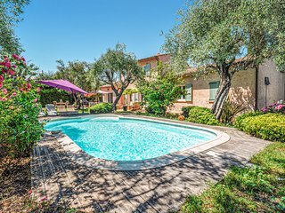 Stunning home in Grasse w/ Outdoor swimming pool, 3 Bedrooms and Outdoor swimmin