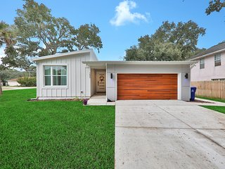 Dog-friendly home close to the beach & downtown St. Augustine historic district