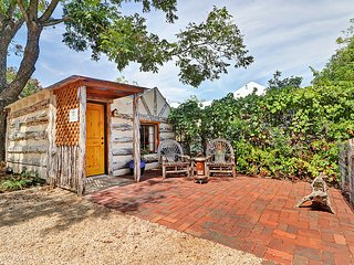 Romantic cabin, near downtown Fredericksburg!