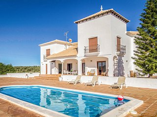 Amazing home in Villanueva de Algaidas w/ WiFi, 4 Bedrooms and Outdoor swimming