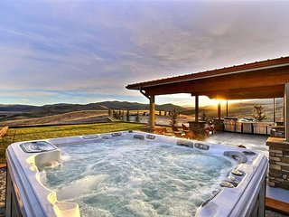 80-Acre Ranch 15min to Park City! GameRoom+ Views!