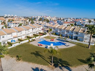 3 Bedroom Townhouse in Albufeira Walk to Old Town and Strip, Walk to Beach