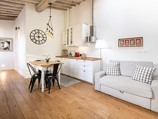 Lovely & Cosy Two Bedroom Apartment in Florence