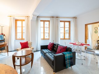 Bright & Modern 2-Bedroom Apartment in Florence