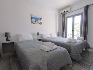 2-3 persons Studio 30 meters from Perissa Beach