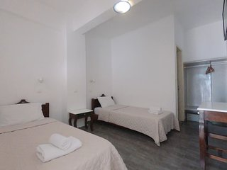 3 or 4 persons Studio 30 meters from Perissa Beach