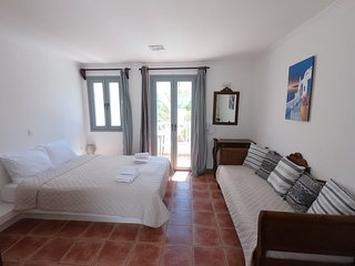 5 persons Apartment 30 meters from Perissa Beach