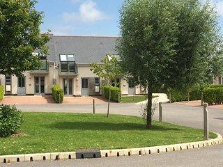 Bay Retreat Villa - A contemporary open plan villa sleeping six with two spaciou