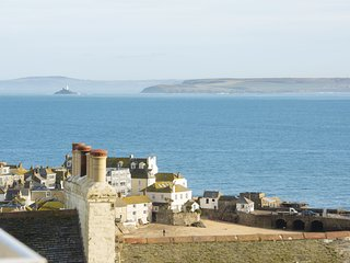 Waves Apartment - A fantastic pet-friendly two bedroom apartment in St Ives, wit