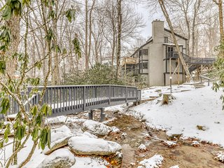 Charming & spacious mountain condo w/shared tennis & golf - close to ski slopes!